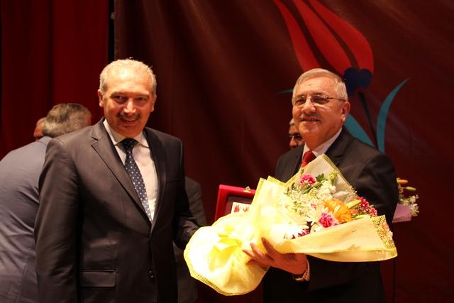 http://medit.fsm.edu.tr/resimler/upload/Direnen-Meal-Mehmet-Akif-Meali-Uluslararasi-Sempozyumu-Yapildi-11120413.jpg