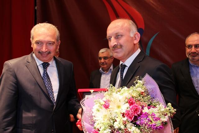 http://medit.fsm.edu.tr/resimler/upload/Direnen-Meal-Mehmet-Akif-Meali-Uluslararasi-Sempozyumu-Yapildi-12120413.jpg