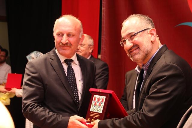 http://medit.fsm.edu.tr/resimler/upload/Direnen-Meal-Mehmet-Akif-Meali-Uluslararasi-Sempozyumu-Yapildi-13120413.jpg