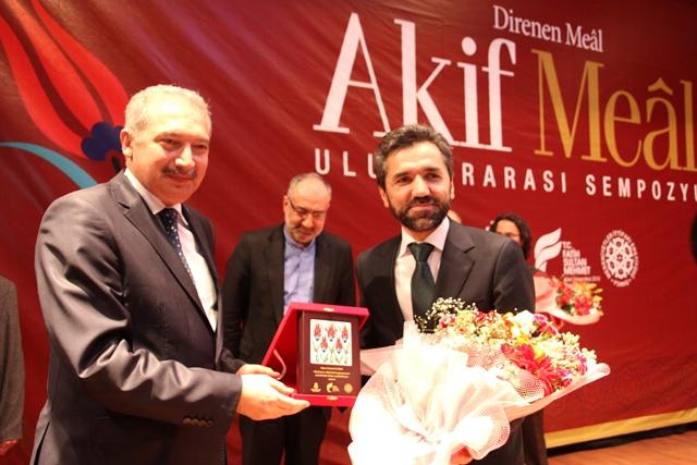 http://medit.fsm.edu.tr/resimler/upload/Direnen-Meal-Mehmet-Akif-Meali-Uluslararasi-Sempozyumu-Yapildi-14120413.jpg