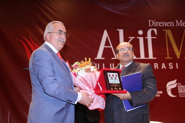 http://medit.fsm.edu.tr/resimler/upload/Direnen-Meal-Mehmet-Akif-Meali-Uluslararasi-Sempozyumu-Yapildi-15120413.jpg