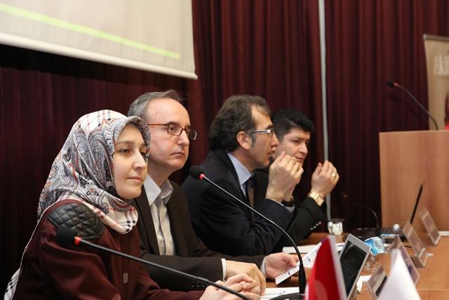 http://medit.fsm.edu.tr/resimler/upload/Direnen-Meal-Mehmet-Akif-Meali-Uluslararasi-Sempozyumu-Yapildi-18120413.jpg