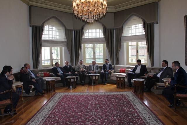 http://medit.fsm.edu.tr/resimler/upload/Direnen-Meal-Mehmet-Akif-Meali-Uluslararasi-Sempozyumu-Yapildi-25120413.jpg