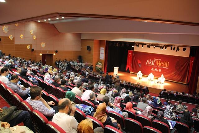 http://medit.fsm.edu.tr/resimler/upload/Direnen-Meal-Mehmet-Akif-Meali-Uluslararasi-Sempozyumu-Yapildi-8120413.jpg