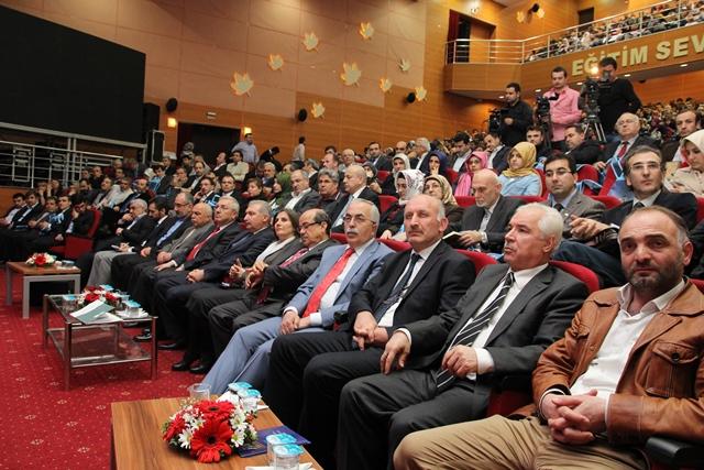http://medit.fsm.edu.tr/resimler/upload/Direnen-Meal-Mehmet-Akif-Meali-Uluslararasi-Sempozyumu-Yapildi-9120413.jpg
