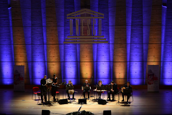 http://medit.fsm.edu.tr/resimler/upload/Paris-UNESCO-binasinda-Itri-Konseri-duzenlendi-1-7-171212.jpg