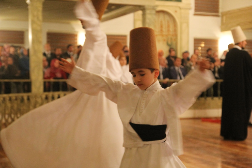 http://medit.fsm.edu.tr/resimler/upload/Seb-i-Arus-un-Yil-Donumunde-Mevlana-yi-Andik-11221214.jpg